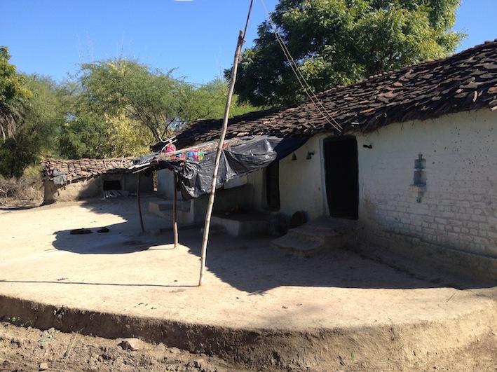 Una casa típica de la aldea de Partha, la India.
