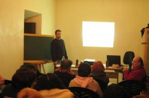 Manuel León en una intervención durante el seminario en Arriate en febrero de 2010